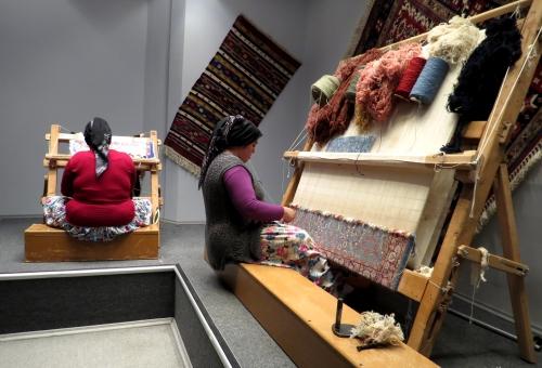 IMG_1843 carpet weavers